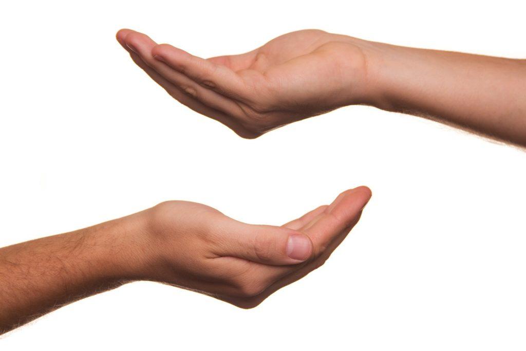 zwei aufhaltende Hände