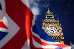 britische Fahne vor Big Ben